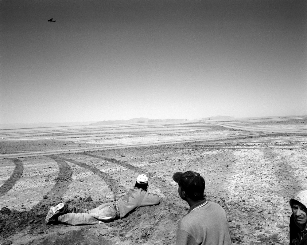 Art and Documentary Photography - Loading 20020324_Airplane.jpg