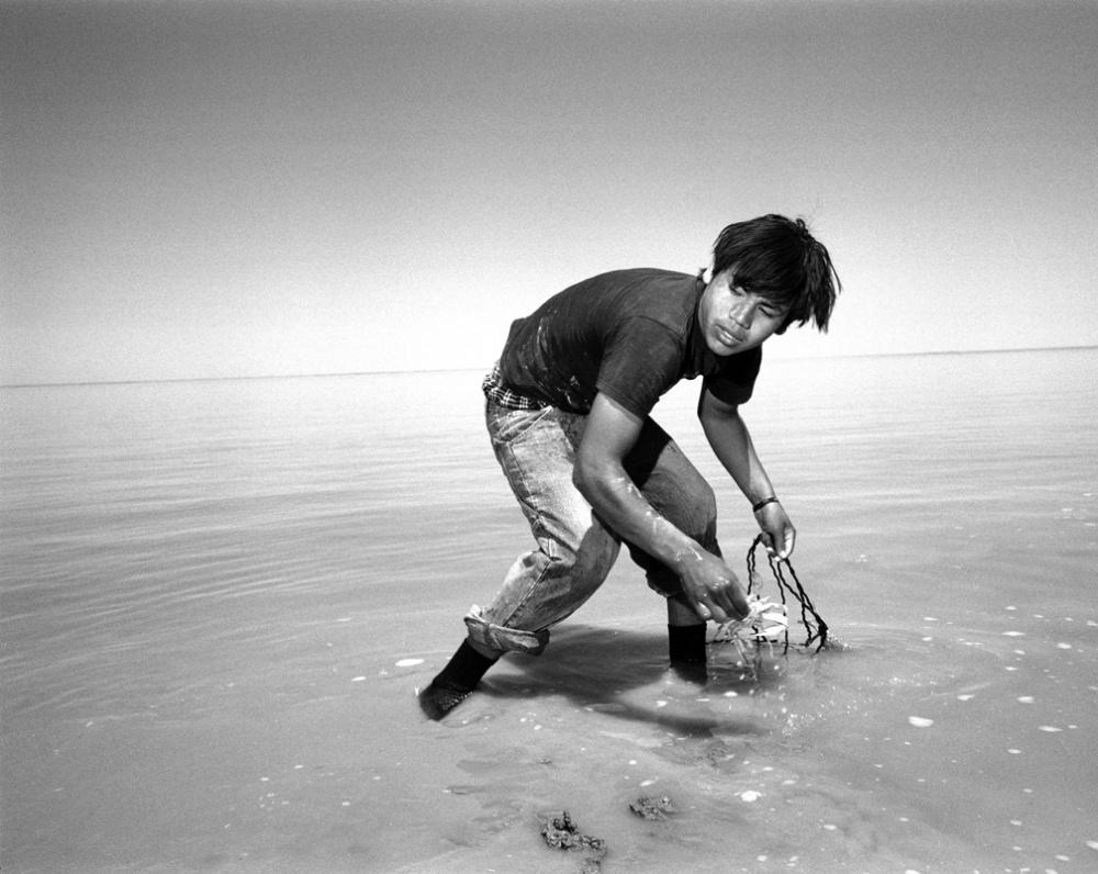 Art and Documentary Photography - Loading 20070428_CrabFishing.jpg