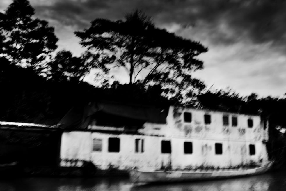 Art and Documentary Photography - Loading Nicolas Janowski-6.jpg