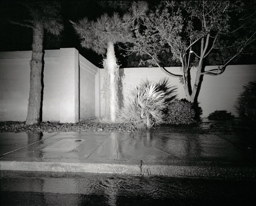Art and Documentary Photography - Loading 20081015_LasVegasBrokenSprinkler.jpg